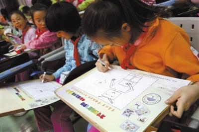 小学生画出心中的新闻_北京小房学位_新京邮票时政北路小学图片