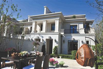 """远洋天著取意""""新古典欧式建筑""""风格,以厚重而摩登的形体展现进取"""