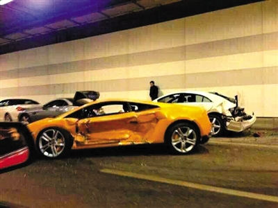 北京豪车相撞维修至少200万 车主系在校大学生 - 七色社会 - 七色社会