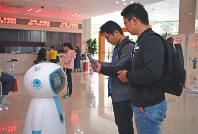 """""""政务服务机器人""""亮相南昌"""