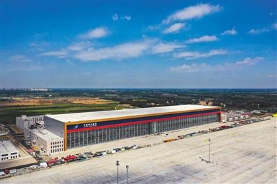 北京大兴机场亚洲跨度最大机库竣