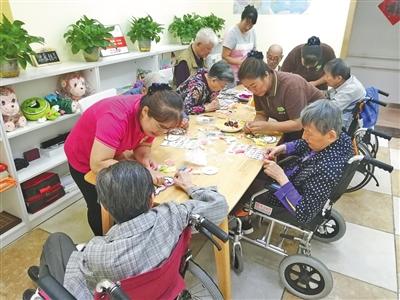 一家养老驿站的手工DIY活动。受访者供图